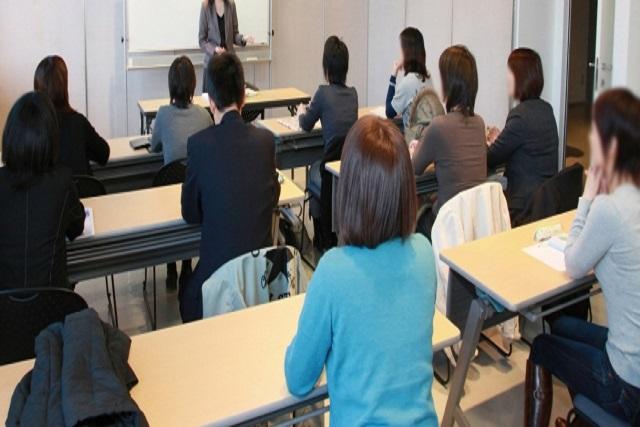 顧客接点の応対品質改善に向けて客観的な評価と研修を提供